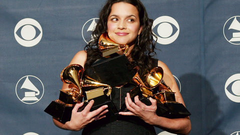 Norah-Jones-2003-grammy-awards-press-room-billboard-1548